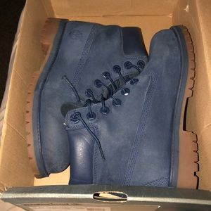 Youth Timberlands drk blue size 4.5